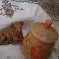 刺繍ハンカチ・木製蓋物・牛置物